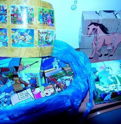 o mulțime de puzzle-uri, zaruri, stencils, cărți