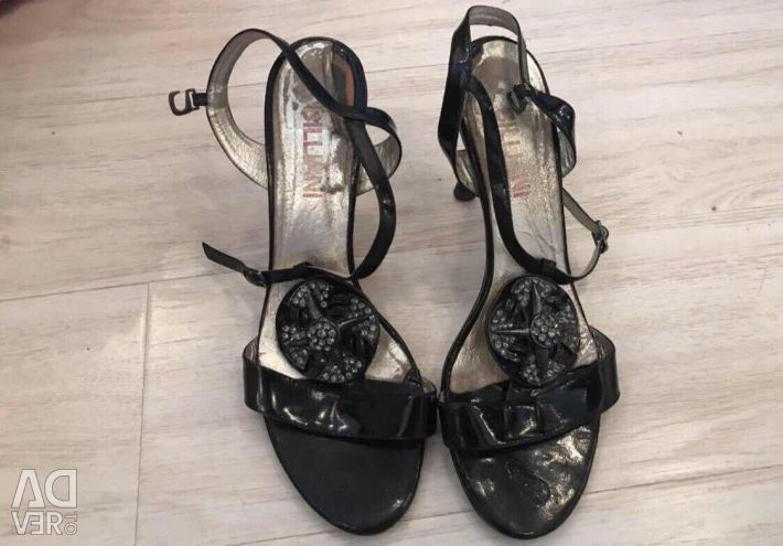 Sandals lacquered with decor, leather 38