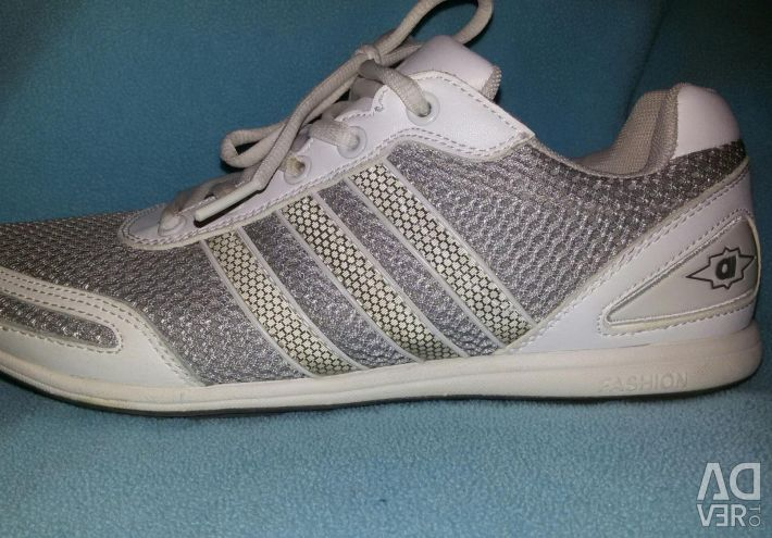 New sneakers female gray 40 р textiles + leather