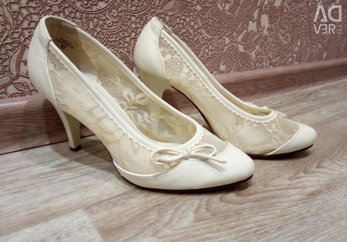 Pantofi de nunta p.37.5, rochie p.48-50