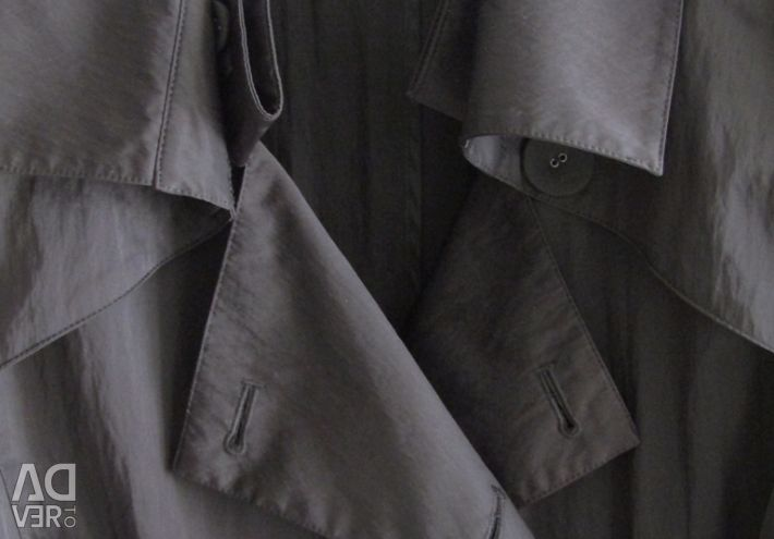 Lightweight trench from the Spanish brand Diktons