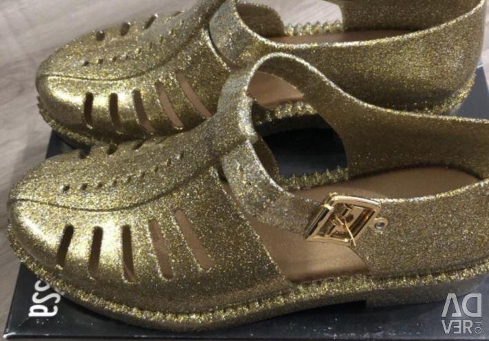Νέα παπούτσια Melissa