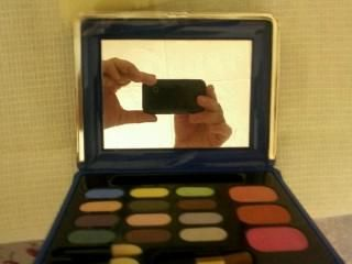 Set of a new large 12 shadows 3 blush with a mirror