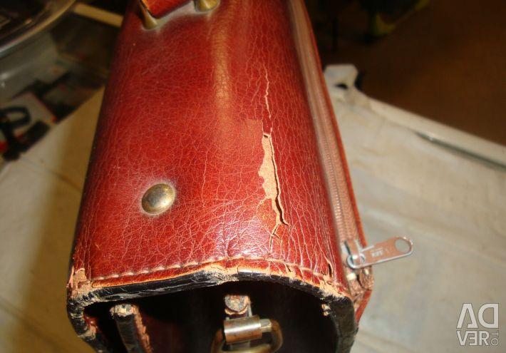 Χρησιμοποιείται δερμάτινο χαρτοκιβώτιο από δέρμα