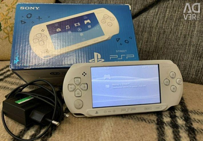 PSP E Street white, 16Gb, 300 games