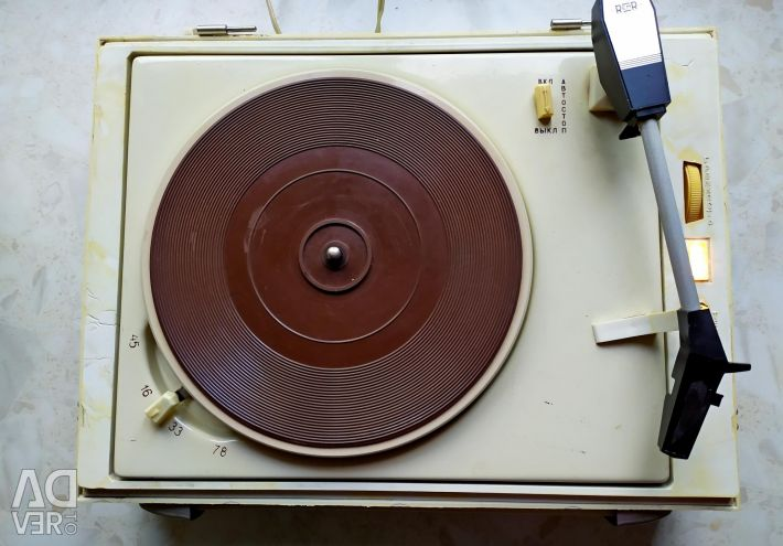 Vinyl record player Concert-3