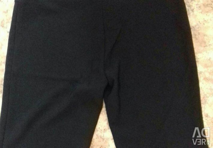 Pantaloni noi de 50 de dimensiuni.