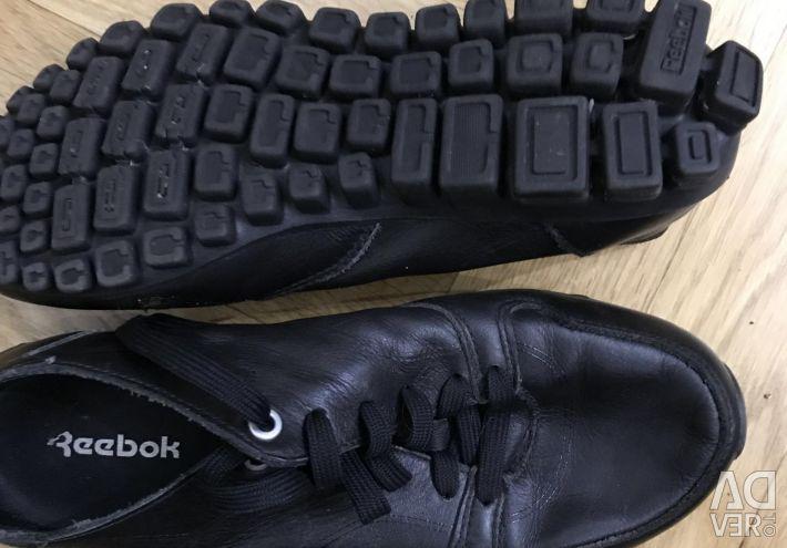 Pantofi Reebok pentru un băiat r.38,5