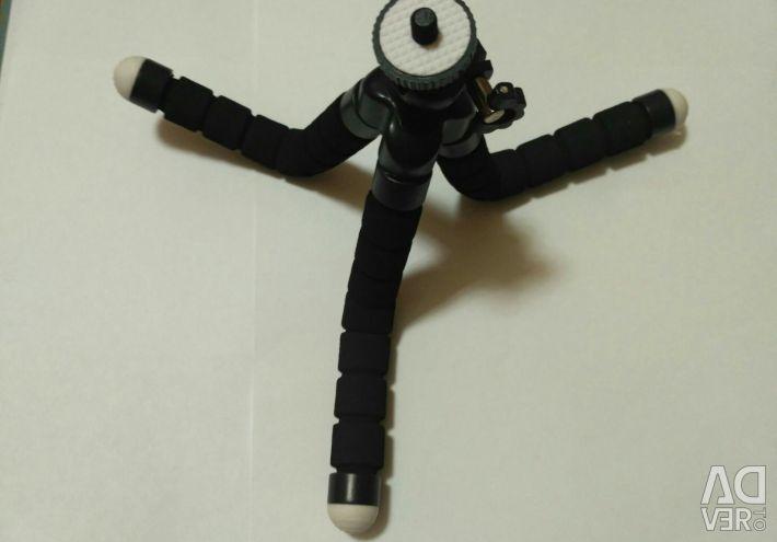Tripod with flexible foam legs