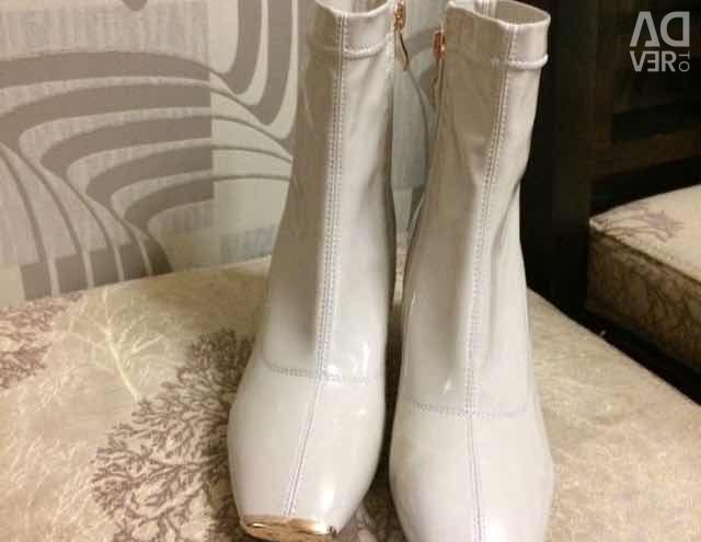 Ankle boots brand!