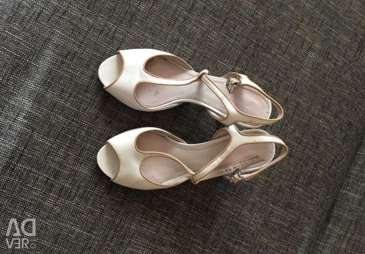 Sandals p.36