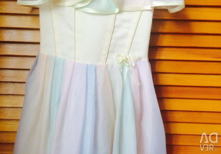 Πουλάω ένα φόρεμα για το κορίτσι
