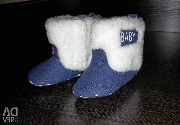 Bebek için ayakkabı