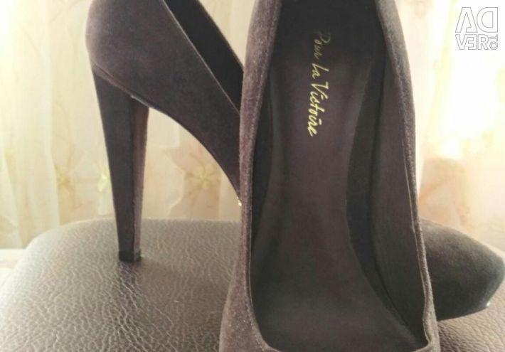 40-41 μέγεθος! Νέα παπούτσια σουέτ μάρκας.