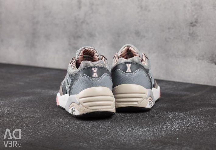 ? Puma Women's Sneakers R698