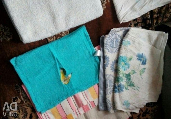 Полотенца,пледы и постельное бельe