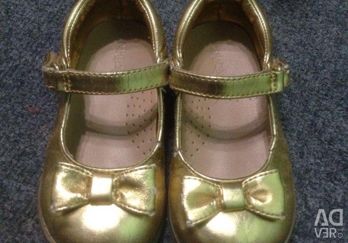 Pantofi pentru fete de dimensiune 24-25