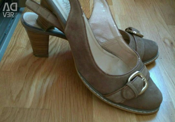 Кожаные туфли и босоножки р39 на широкую ногу