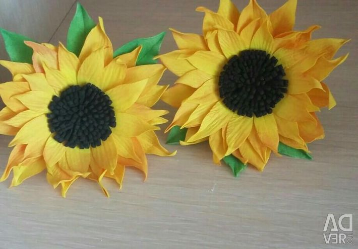Sunflowers on the head. Gum. Barrettes Brooch.