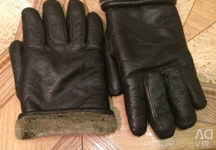 Gloves on the big hand