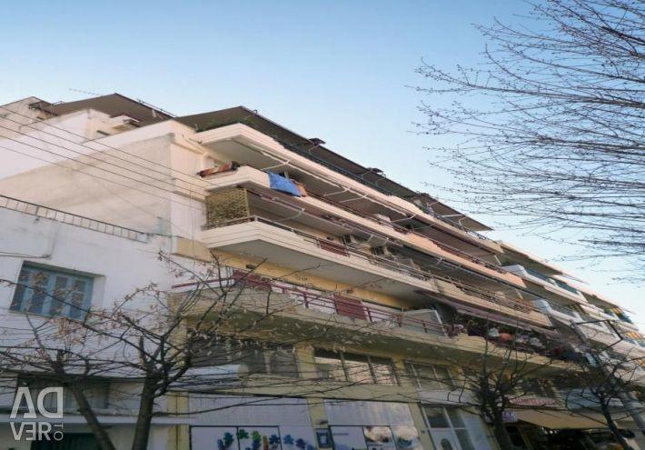 A 4th floor apartment (4 rooms, 1 bathroom) of 88.