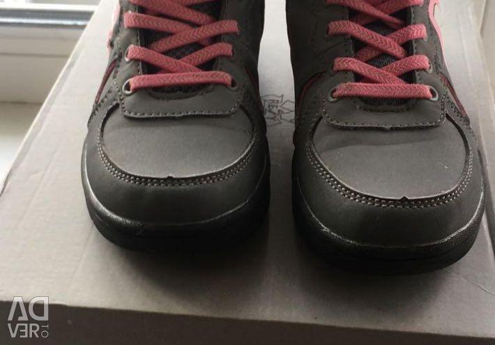 Παπούτσια σε 34ρ.