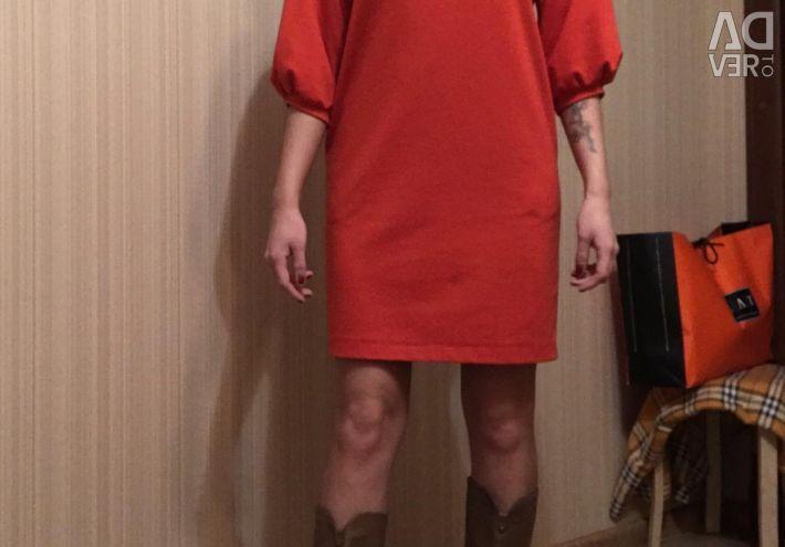 The dress is warm