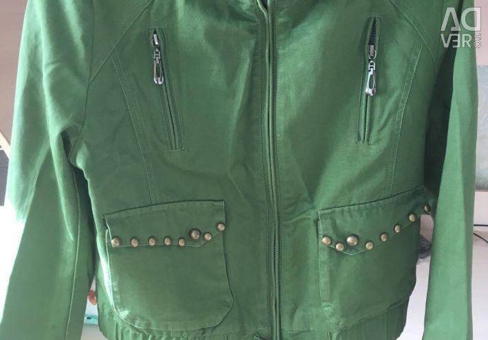 Куртка лeгкая б / у мало