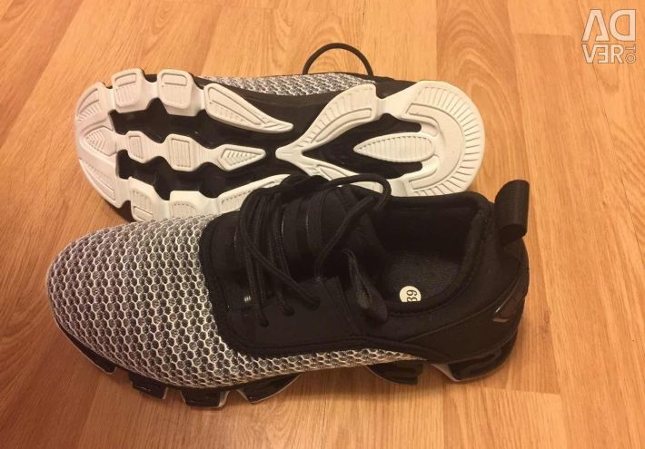 Абсолютно новые кроссовки, скороходная подошва 37р