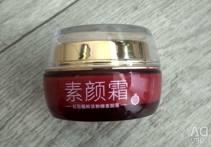 Μία κρέμα ημέρας κόκκινου κόκκινου χρώματος Promegranate