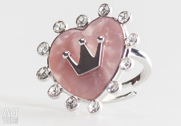 Heart shaped ring with crown