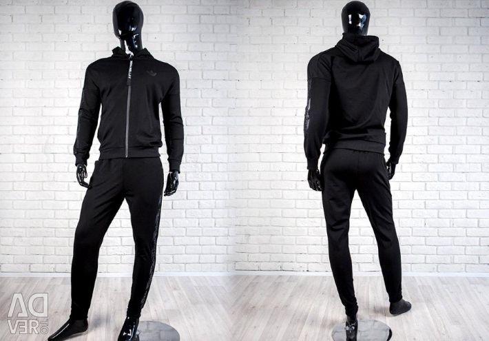 Costum adidas încrucișat