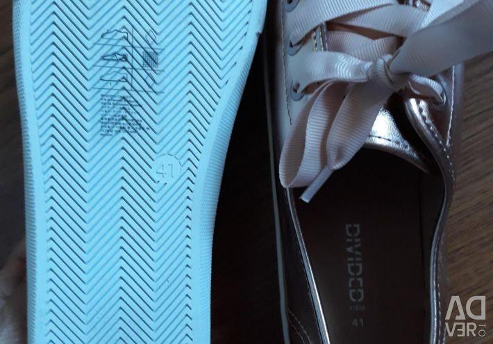 Обувь . Новые. Н&М из Финляндии. Размер 41