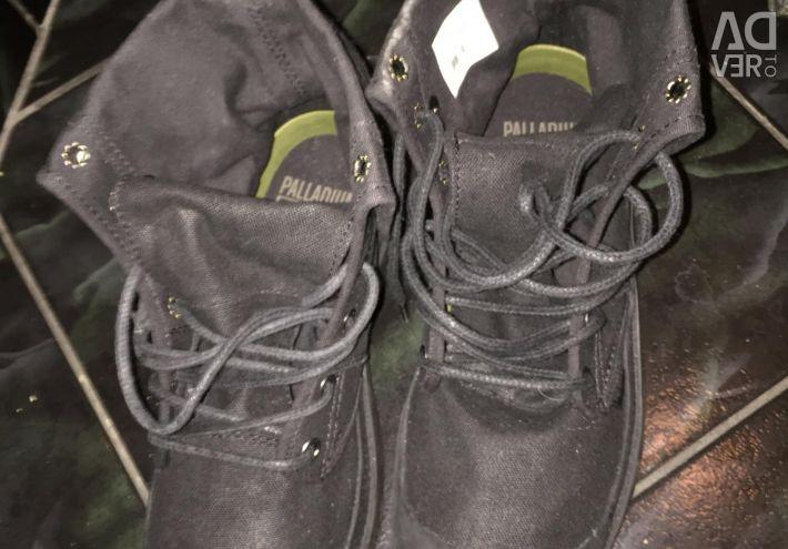 Spor ayakkabısı yeni, siyah. Fransa.