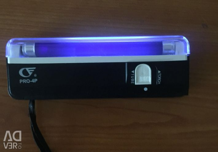Portable ultraviolet detector