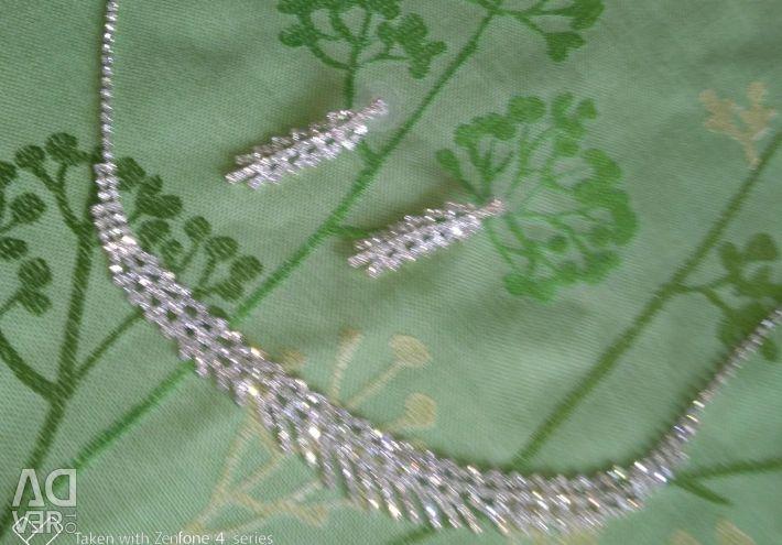 Set necklace earrings