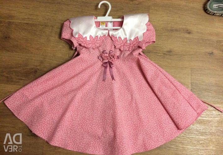 Όμορφο φόρεμα για ένα κορίτσι