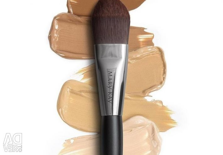 Cosmetic brush for applying foundation