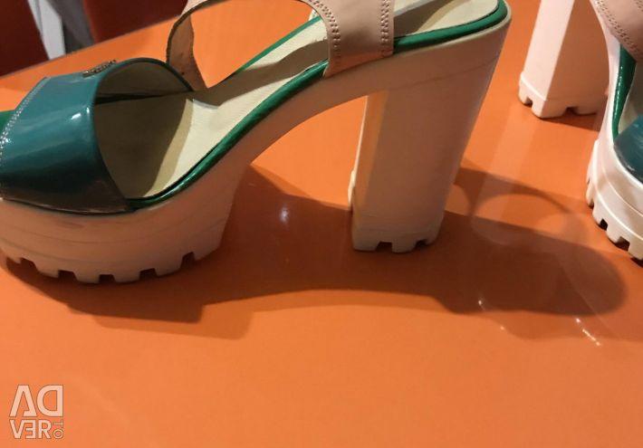 Sandalet, hakiki deri ve cila