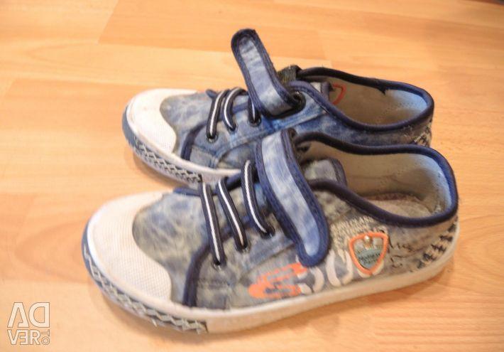 Kapitoshka sneakers