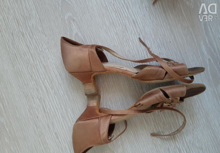 Shoes for ballroom dancing. 21.5