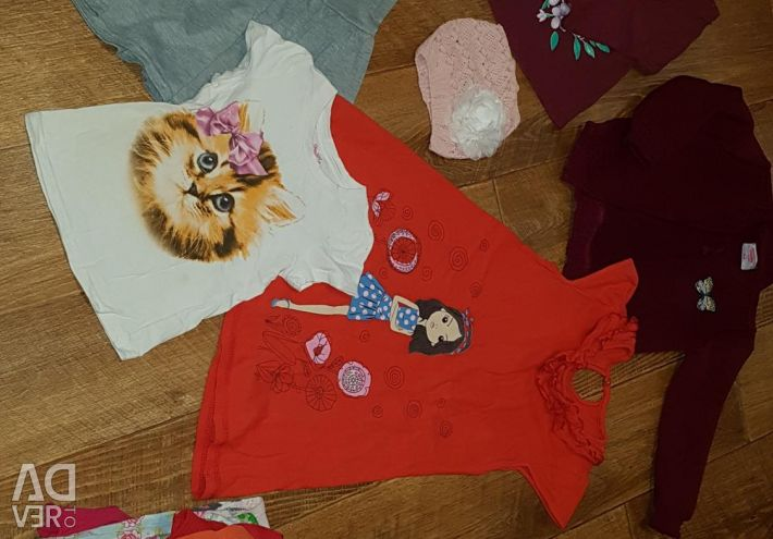 Clothing for a girl from 2 to 4 years