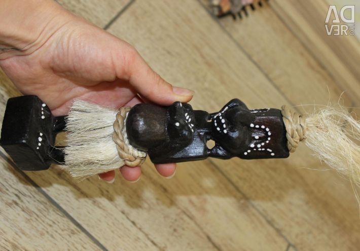 Aboriginal Primitive, ashtray and a couple in love