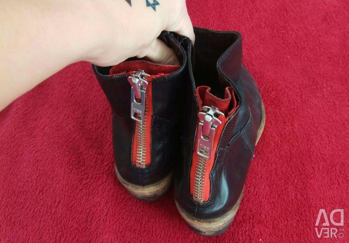 Çizmeler deri