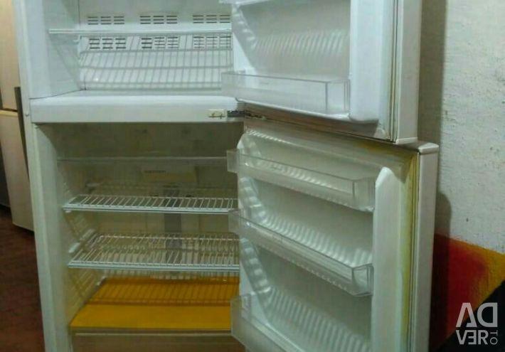 Продам холодильник Дэо