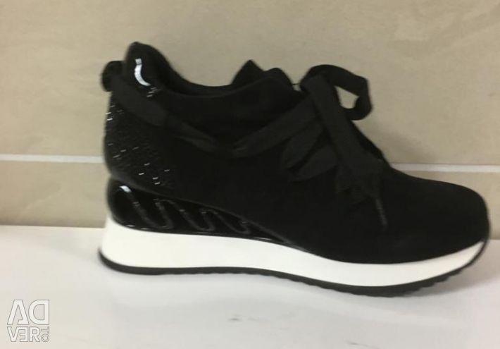 Sneakers female art 1316