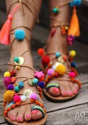 Noi sandale din piele