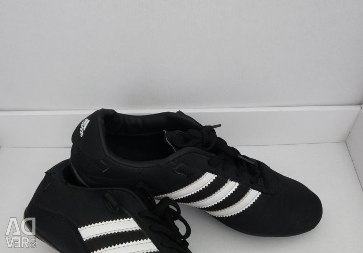 Sneakers.Aidis