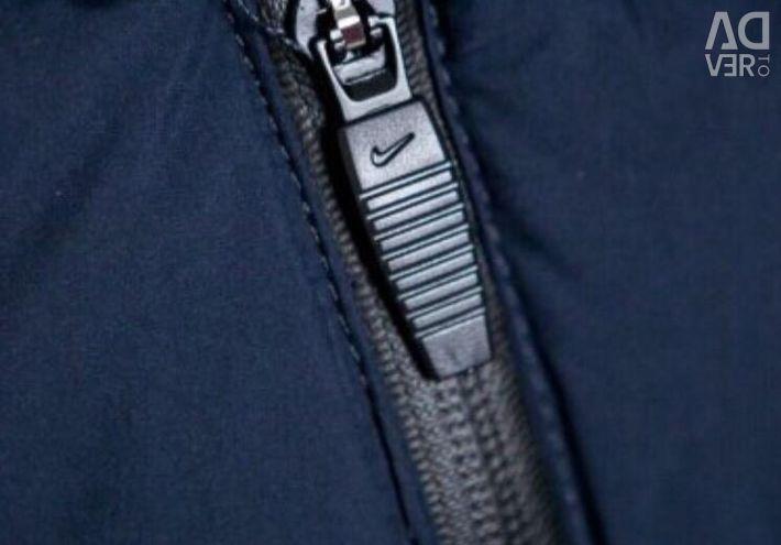 Το κάτω μπουφάν επεκτείνεται από τη Nike Dark Blue
