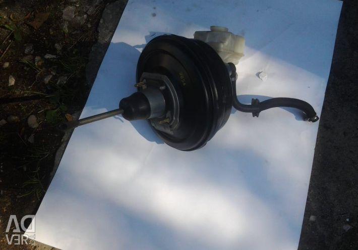 Vacuum brake booster